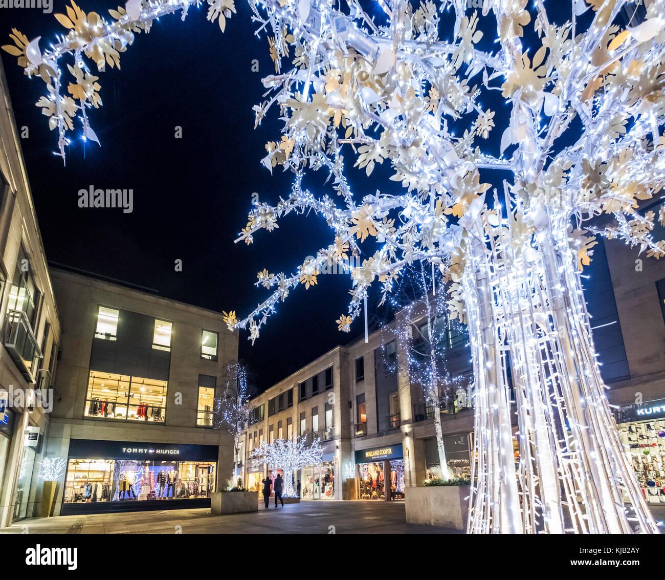 Light Shop In Edinburgh: Edinburgh At Night Stock Photos & Edinburgh At Night Stock