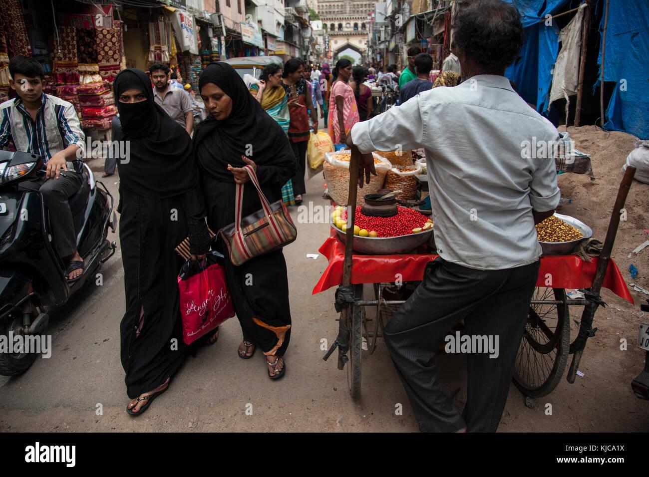 Muslim woman walk along the Charminar Bizzaar in Hyderabad, India. - Stock Image
