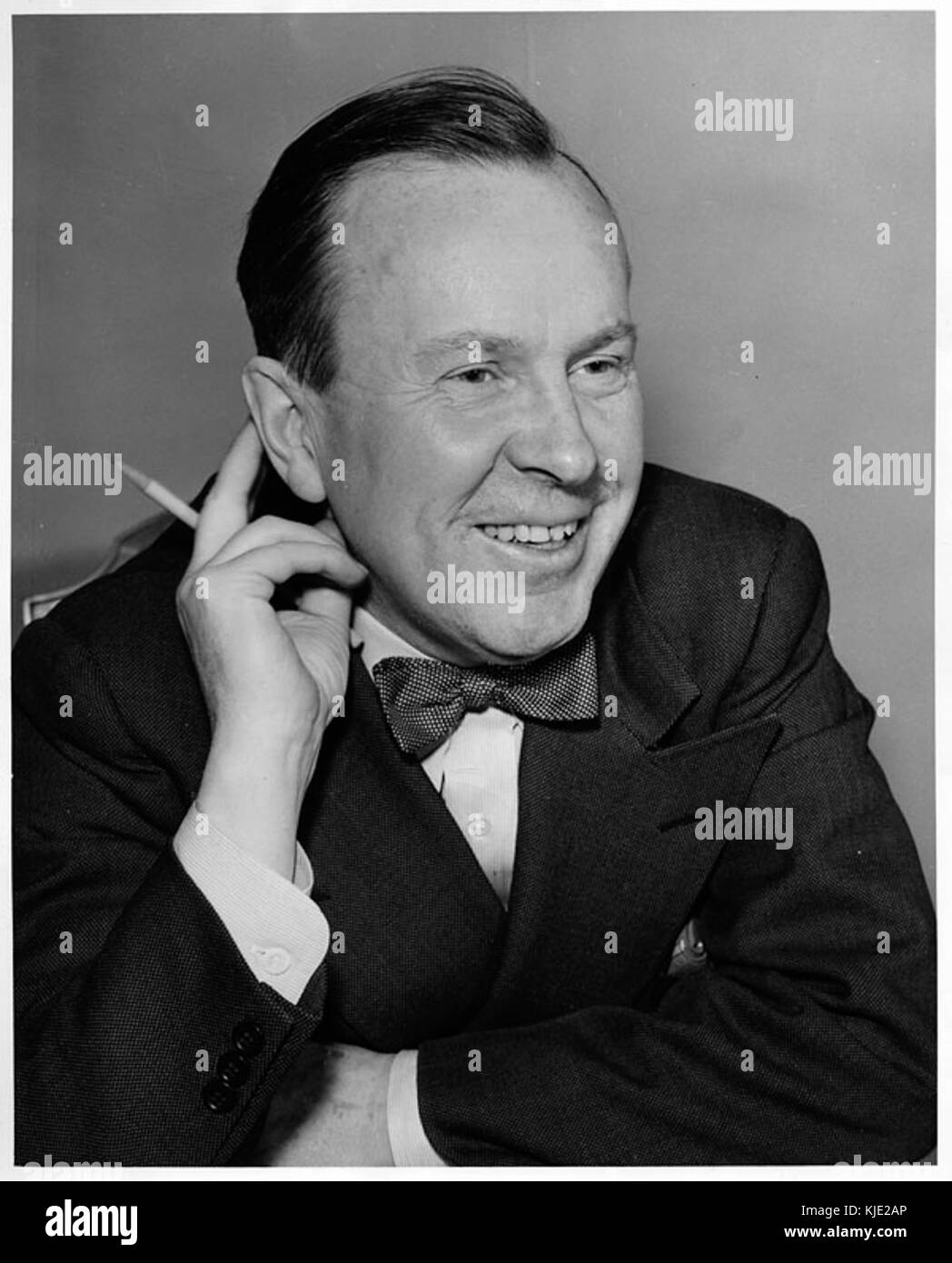 a biography of lester b pearson a canadian politician