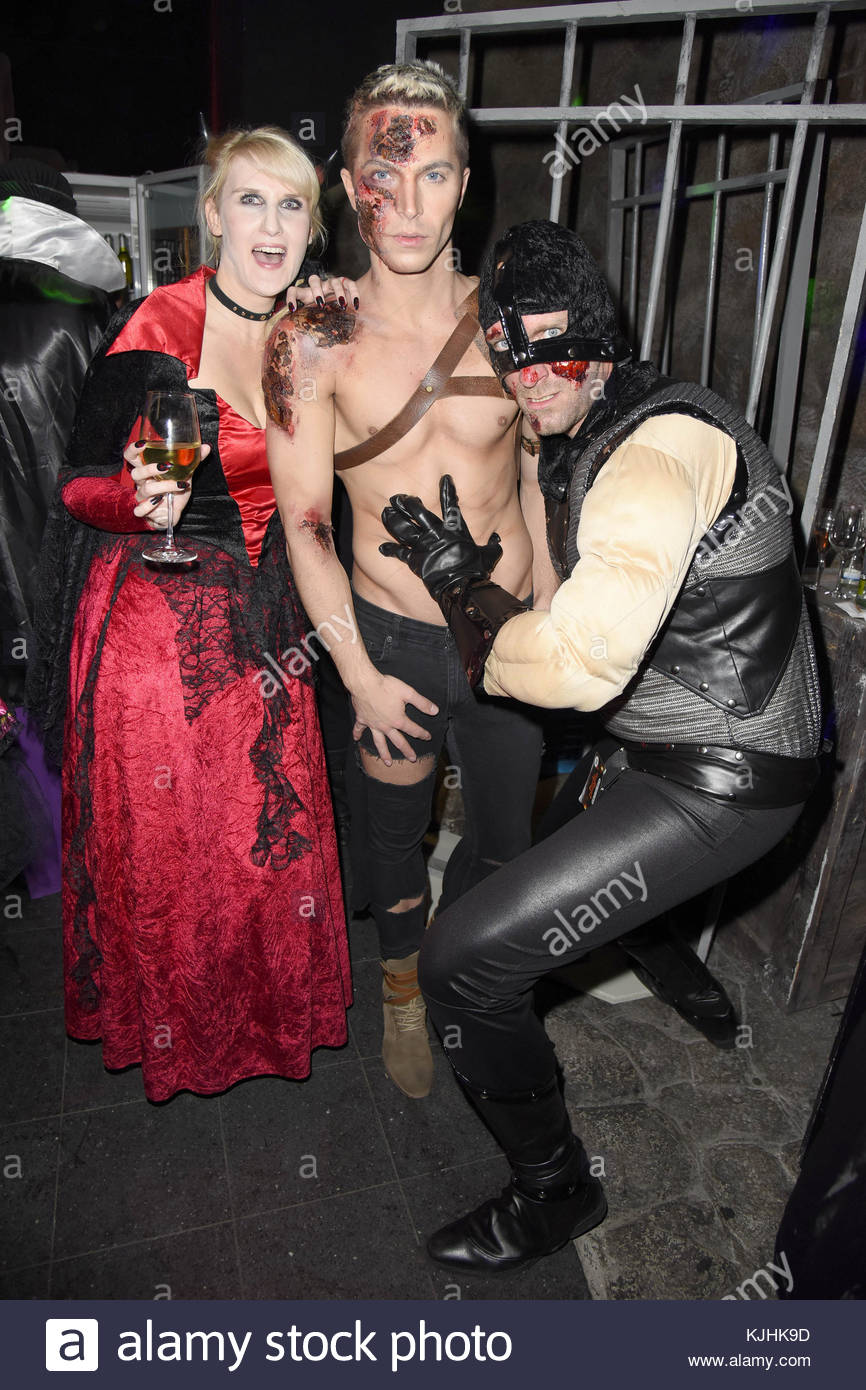 Halloween Party hosted by Natascha Ochsenknecht at Berlin Dungeon.  Featuring: Anika Reichel, Julian David, Daniel - Stock Image
