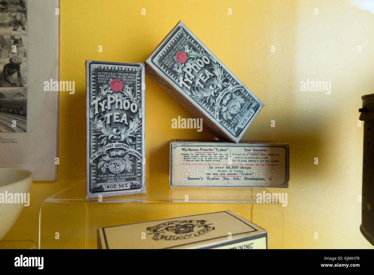 Period exhibits / exhibition pieces on display in the museum of Fort Rinella at the Rinella Battery, Malta. (91) - Stock Image