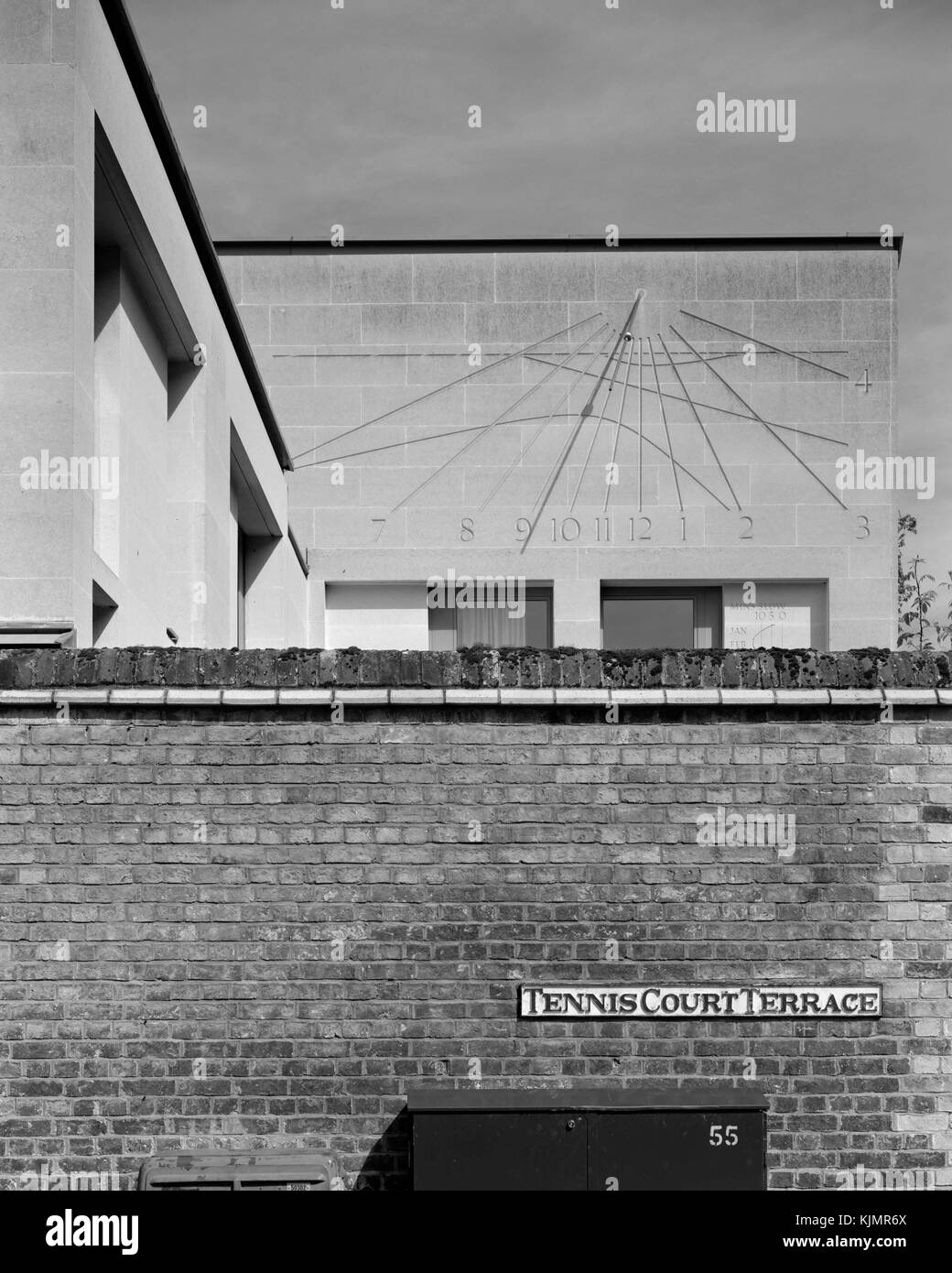 Sundial on corner of Tennis Court Road and Tennis Court Terrace, Cambridge - Stock Image