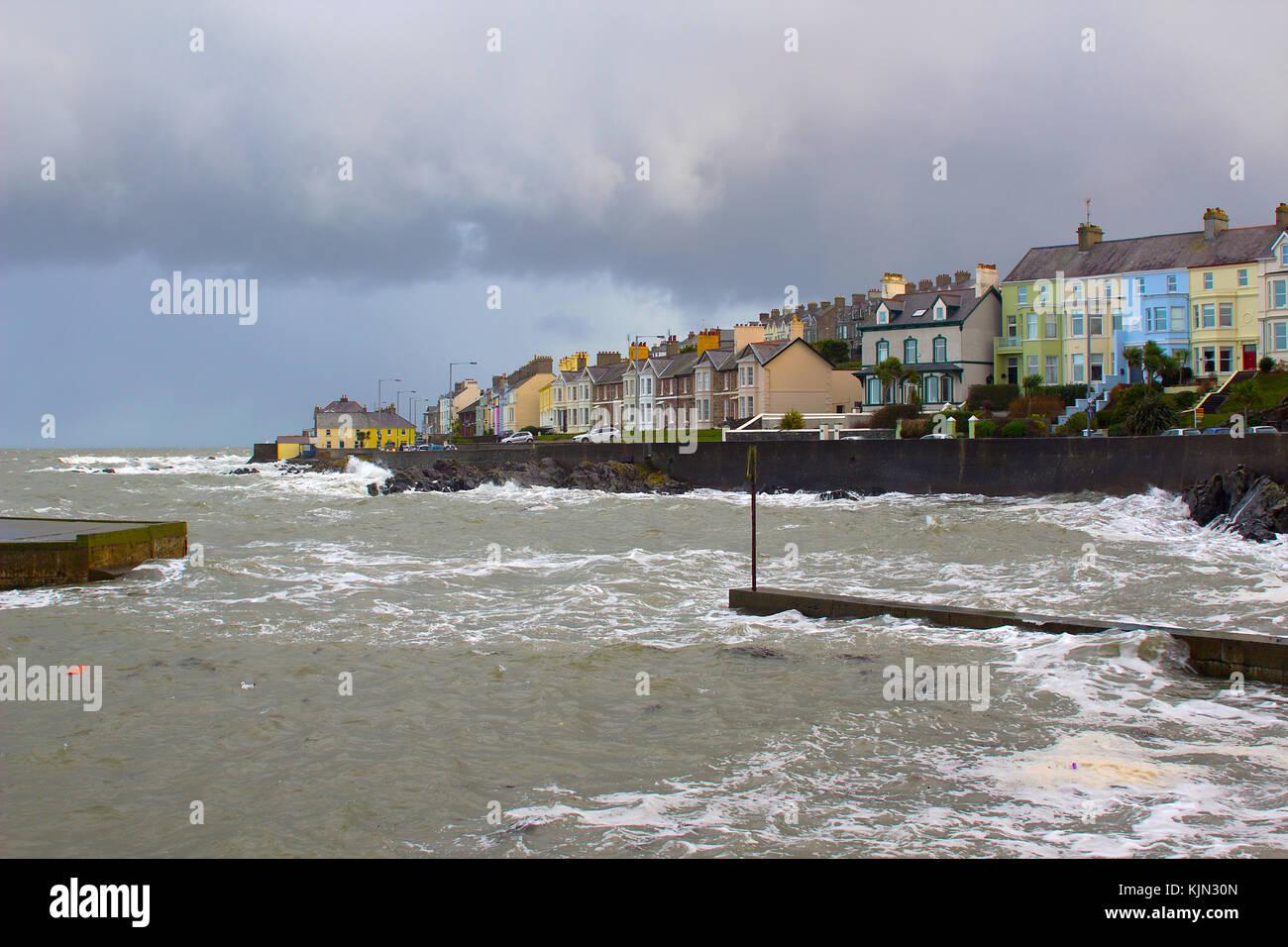 a-fierce-storm-in-the-irish-sea-batters-the-coastal-the-entrance-to-KJN30N.jpg