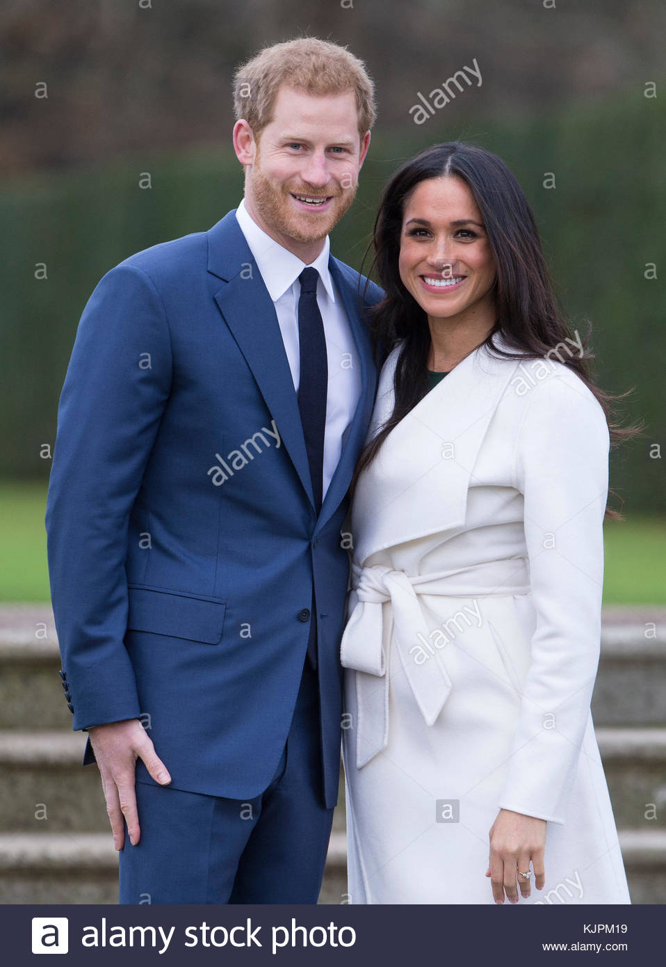 London, UK. 27th Nov, 2017. Prince Harry and Megan Markle announce their engagement at Kensington Palace in London. - Stock Image