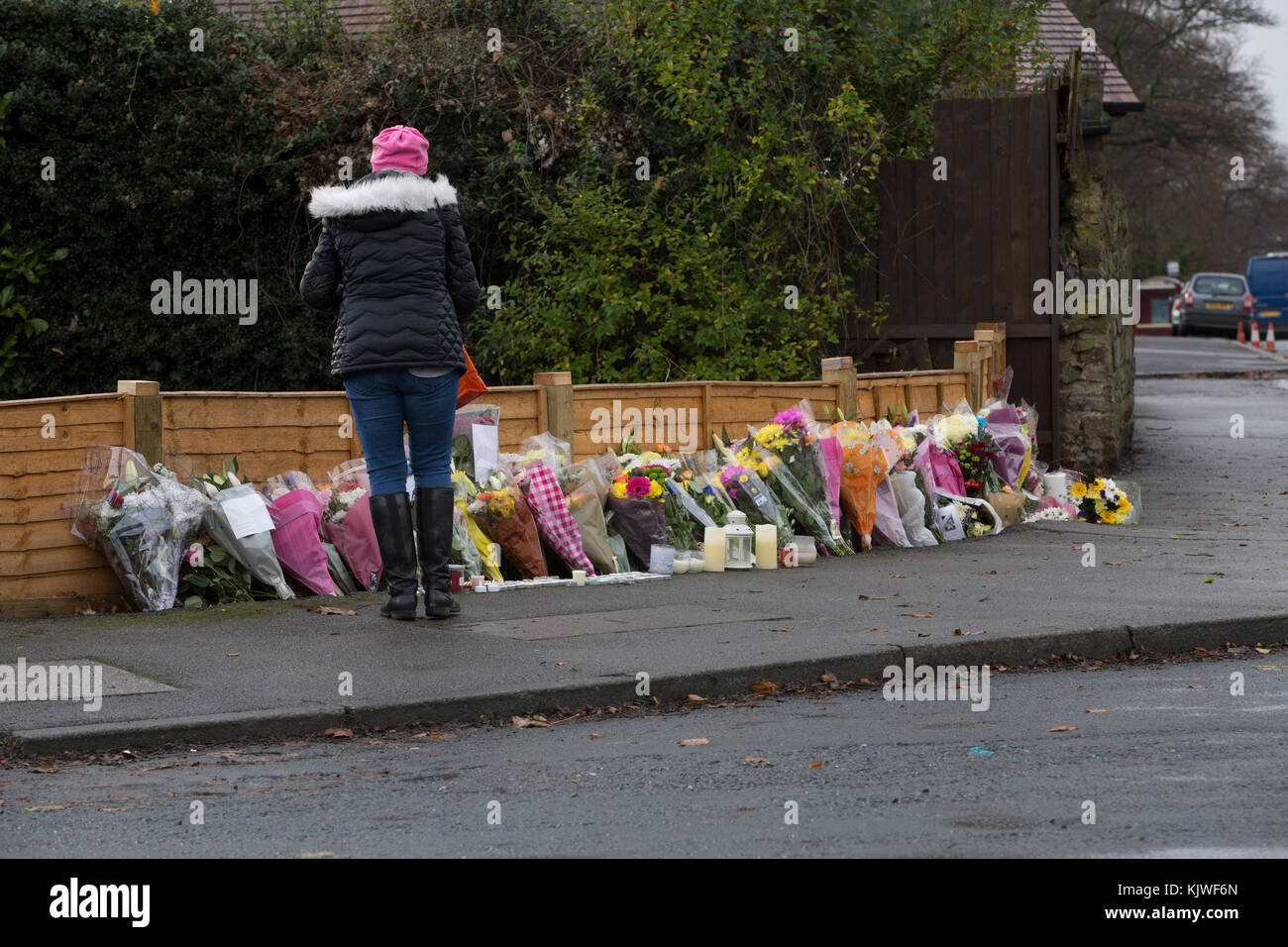 Leeds, UK. 27 November 2017. Police remain at the scene of Saturday's car accident on Stonegate Road in Leeds, whilst - Stock Image