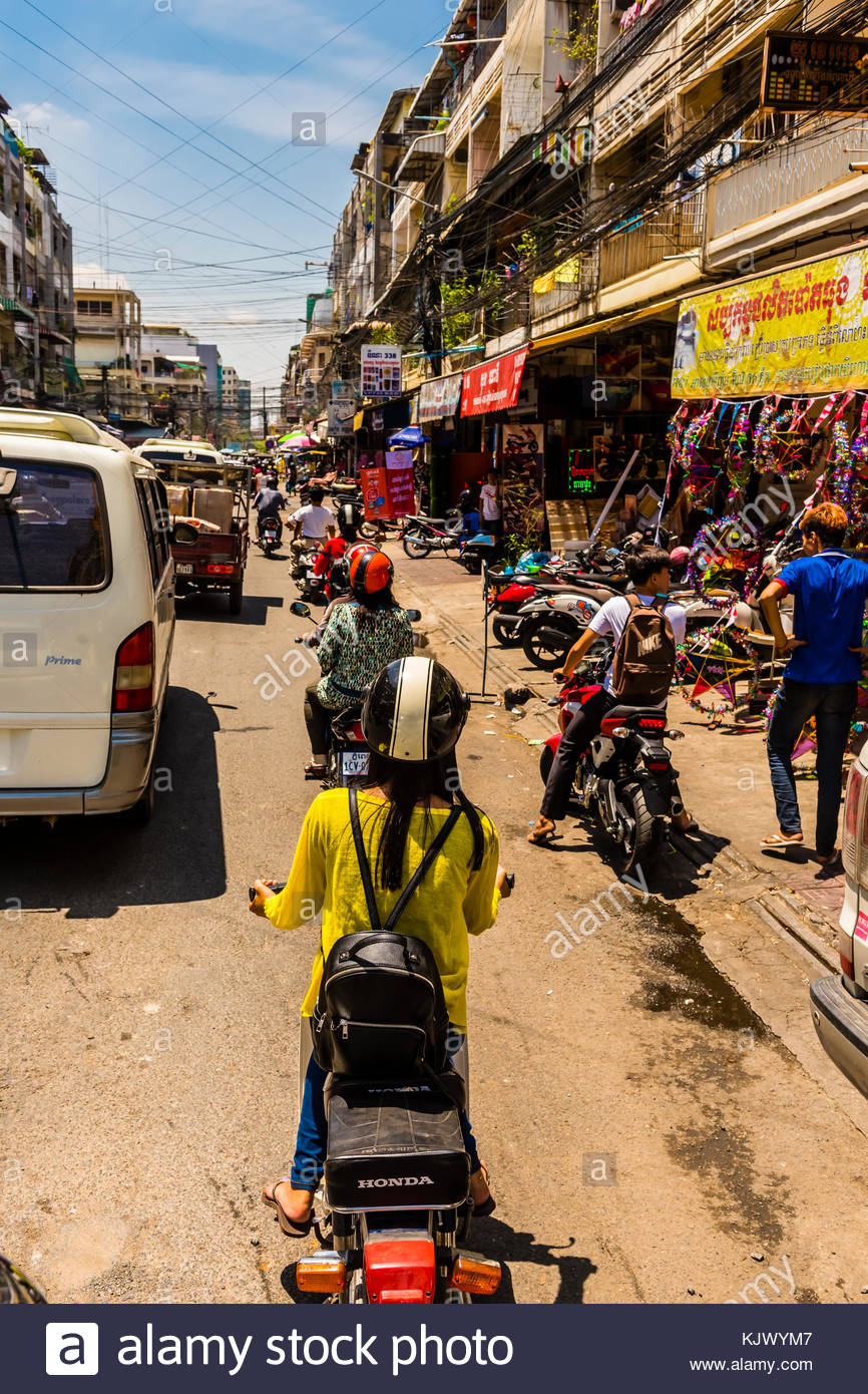 phnom penh traffic If the thought of riding a motorbike taxi through phnom penh's suicidal street traffic and breathing in noxious carcinogenic fumes in cambodia's  wat phnom, (on a.
