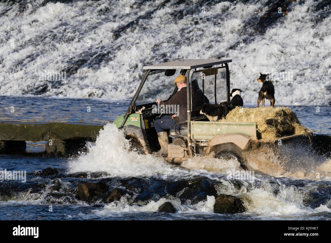 kawasaki-mule-4010-4wd-all-terrain-vehicle-crosses-the-tidal-ford-KJYHK7.jpg
