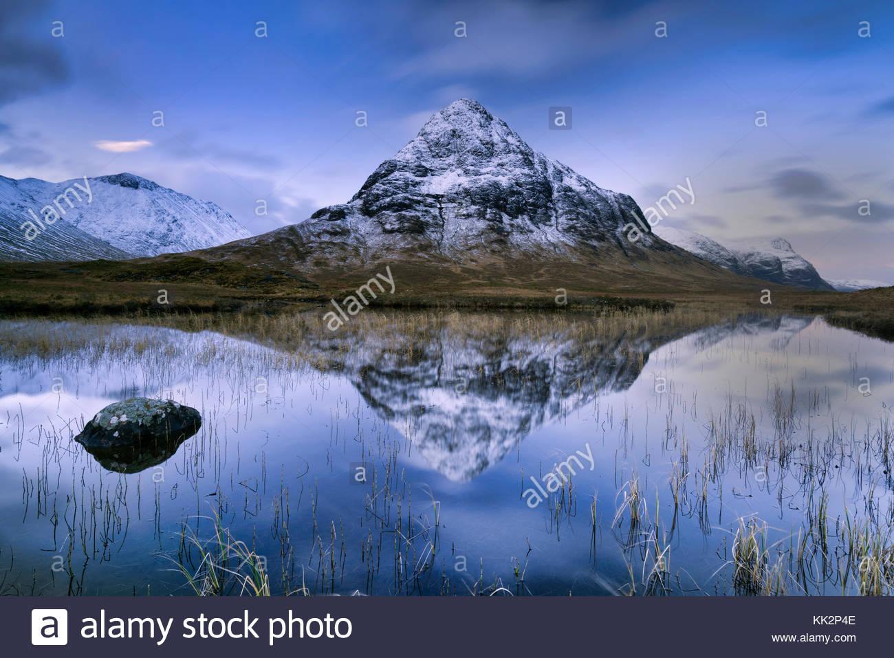 Buachaille Etive Mòr, Scotland, UK. 28th November, 2017. Dawn breaking over Buachaille Etive Mòr Scotland - Stock Image