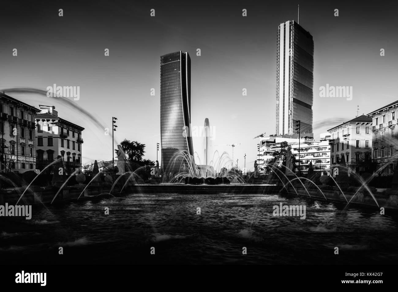 citylife-modern-district-of-milan-lombardy-italy-in-monochrome-fine-KK42G7.jpg