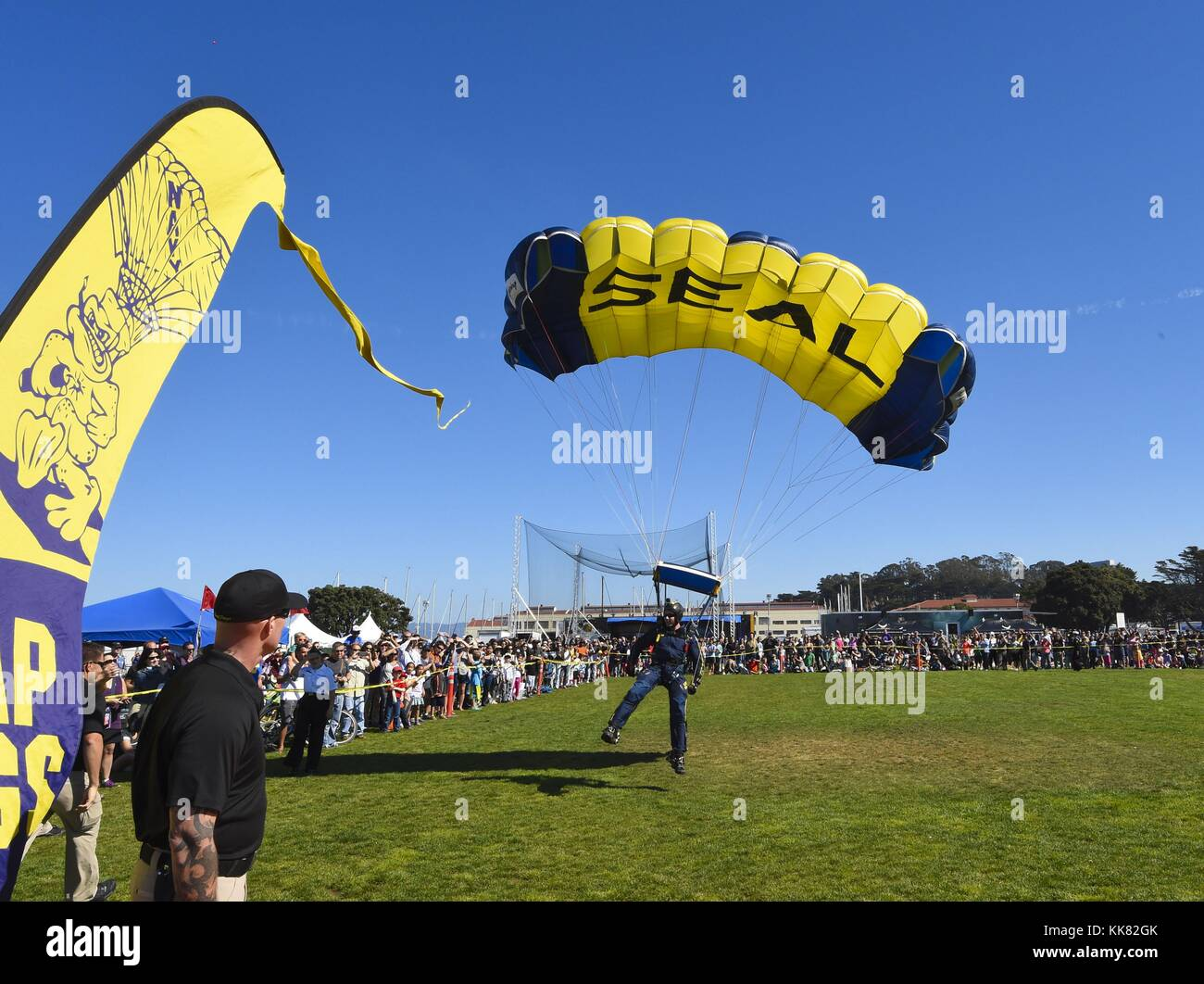 Special Warfare Operator 1st Class Brandon Peterson, a member of the US Navy parachute team the Leap Frogs, comes - Stock Image
