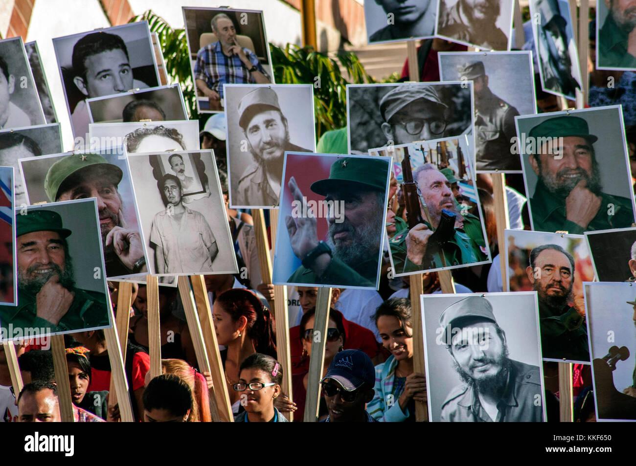 Santiago De Cuba, Cuba. 4th Dec, 2017. People hold pictures of late Cuban President Fidel Castro during a pilgrimage - Stock Image