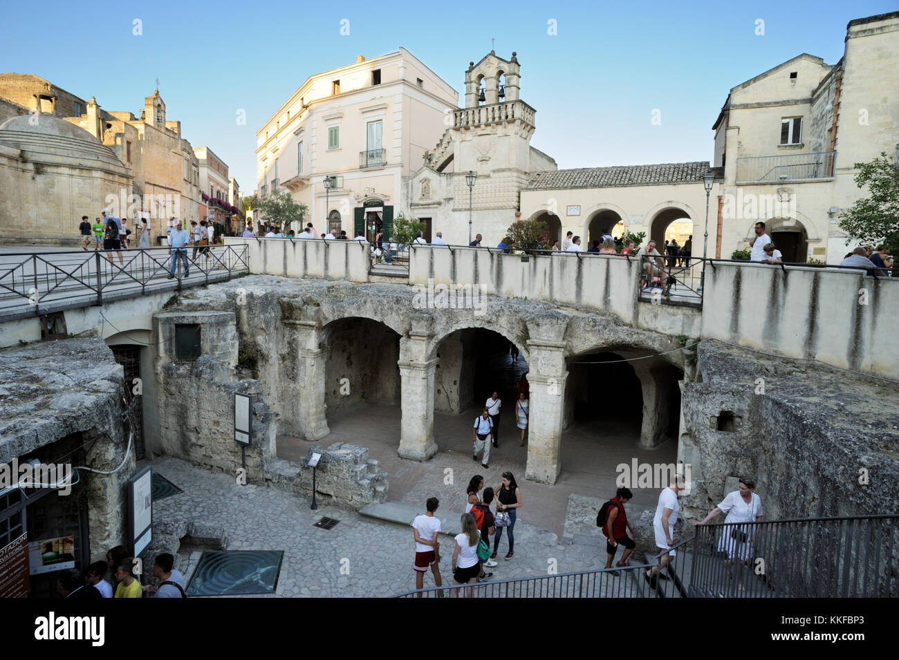Cistern stock photos cistern stock images alamy for Piazza vittorio veneto matera