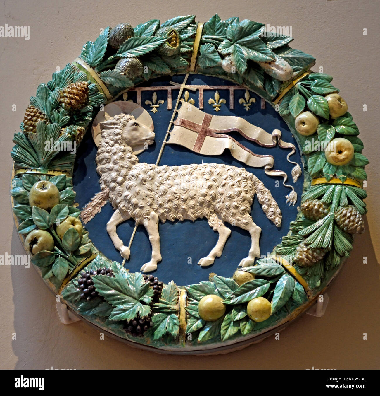 Coat of arms of the Arte della Lana (wool guild of Florence) by Andrea della Robbia 1435 – 1525 Glazed terracotta. - Stock Image