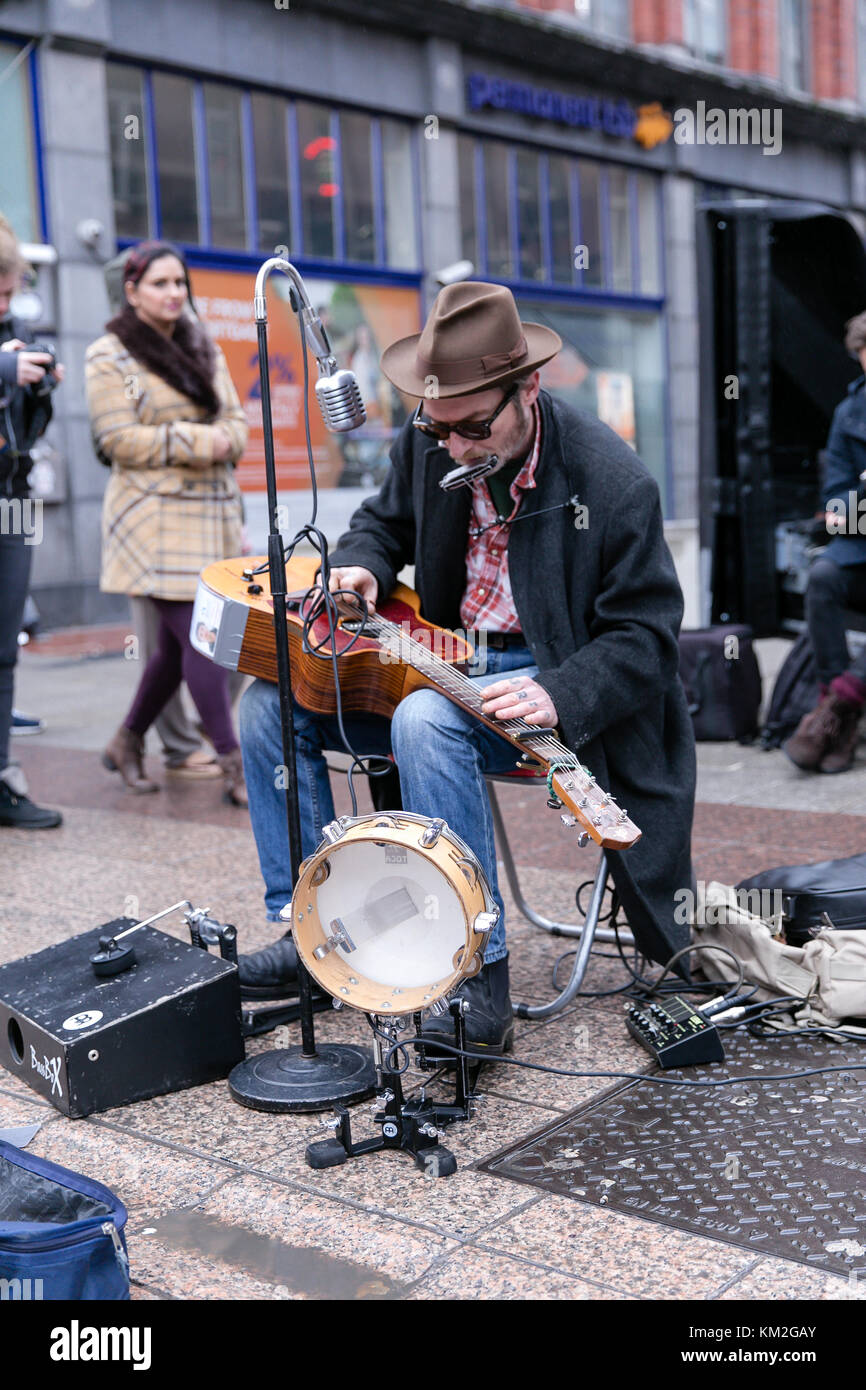 dublin-ireland-3rd-dec-2017-one-man-band