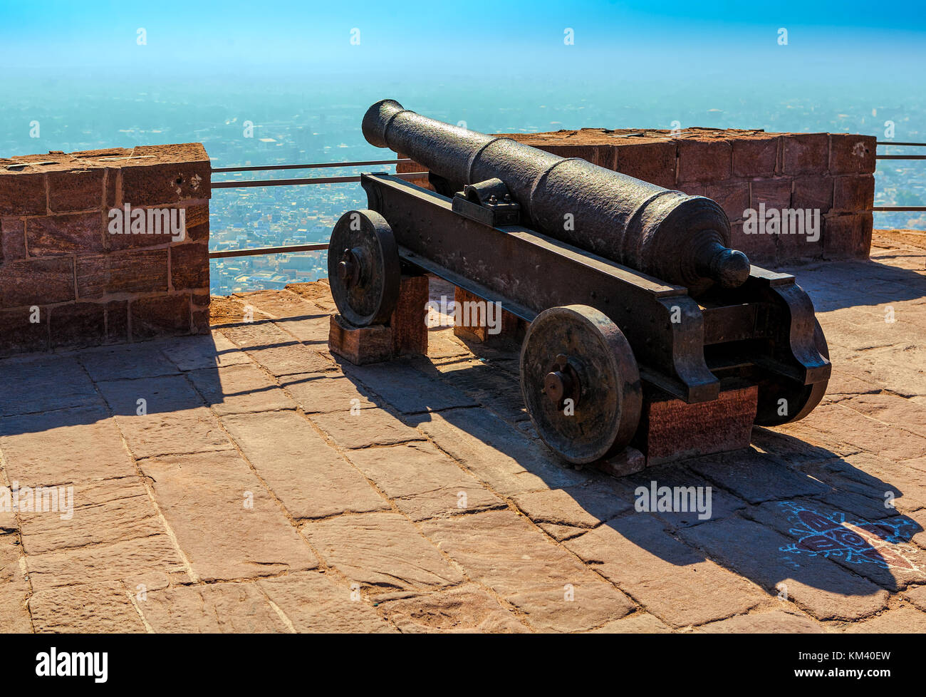 Old historical cannon on the fortress wall of Mehrangarh Fort in Jodhpur, Rajasthan, India, Asia - Stock Image