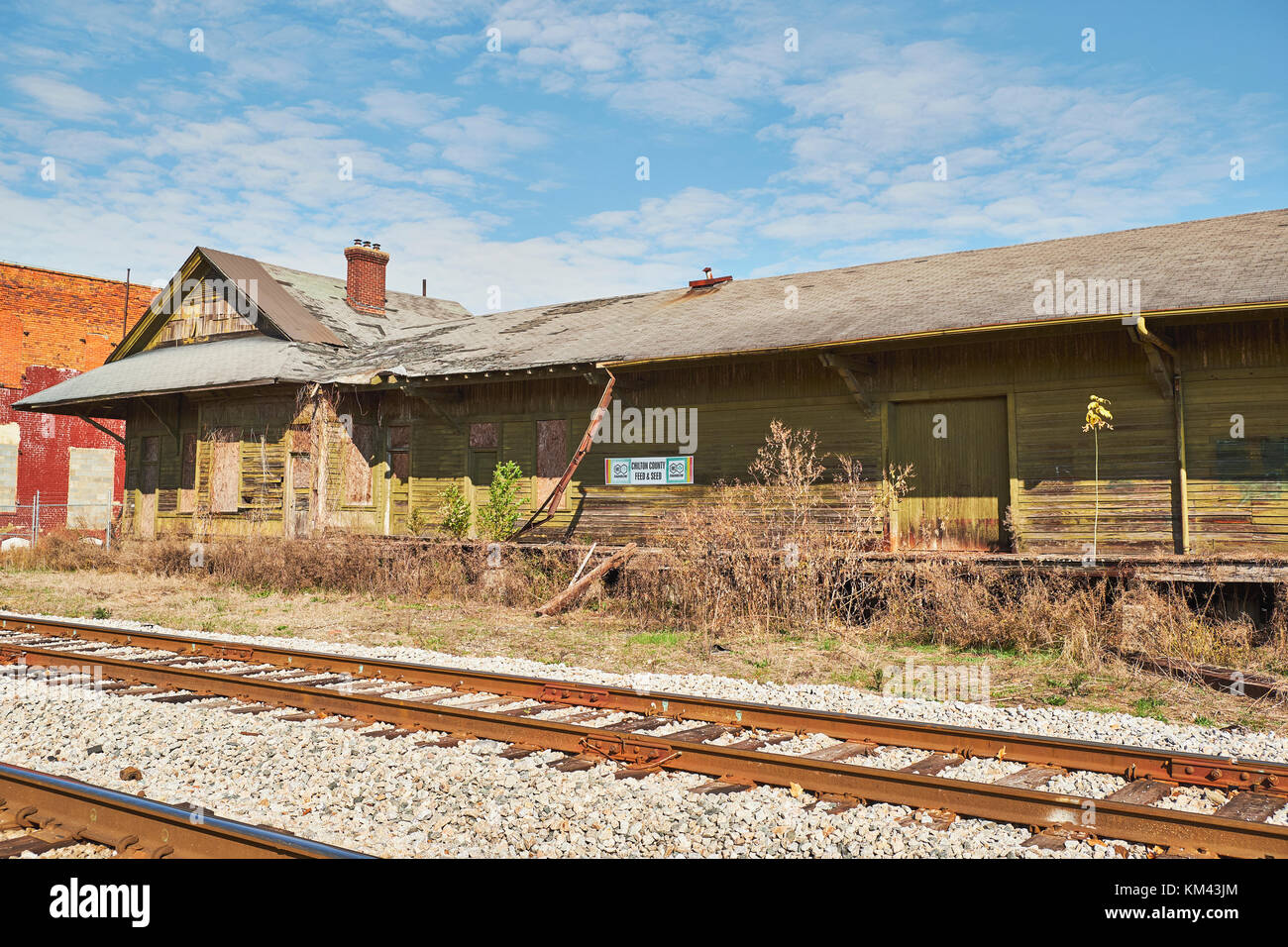 Old abandoned railroad freight depot repurposed into a warehouse for Chilton County Feed and Seed, in rural Clanton - Stock Image