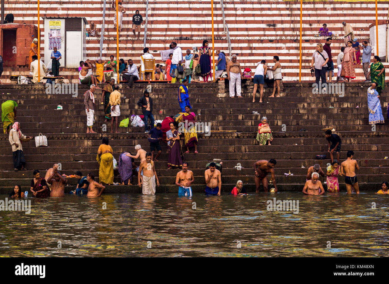 bathers-in-the-holy-river-ganges-religio