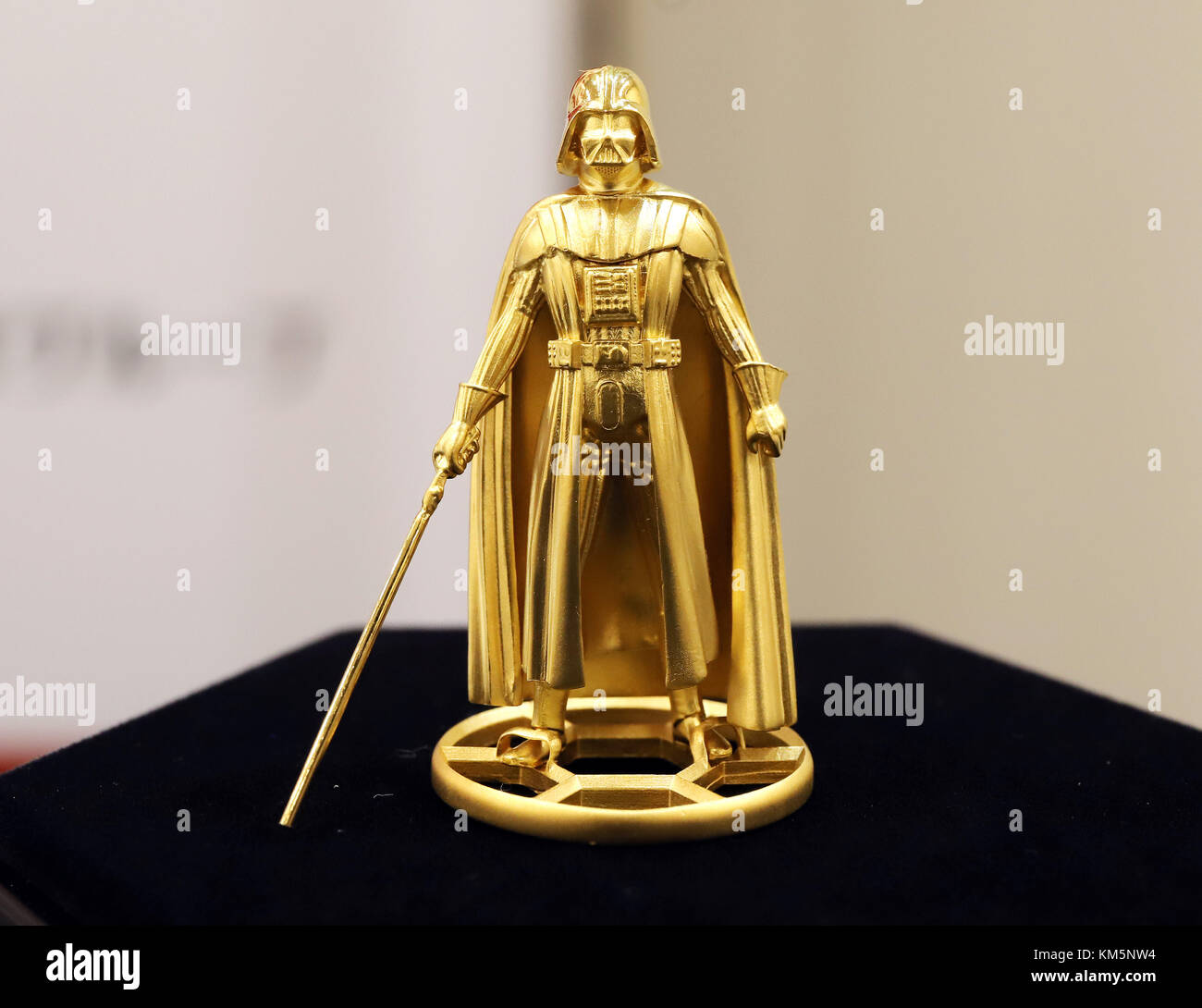 Tokyo, Japan. 5th December, 2017.  - A pure gold made figure of Star Wars character Darth Vader is displayed at - Stock Image