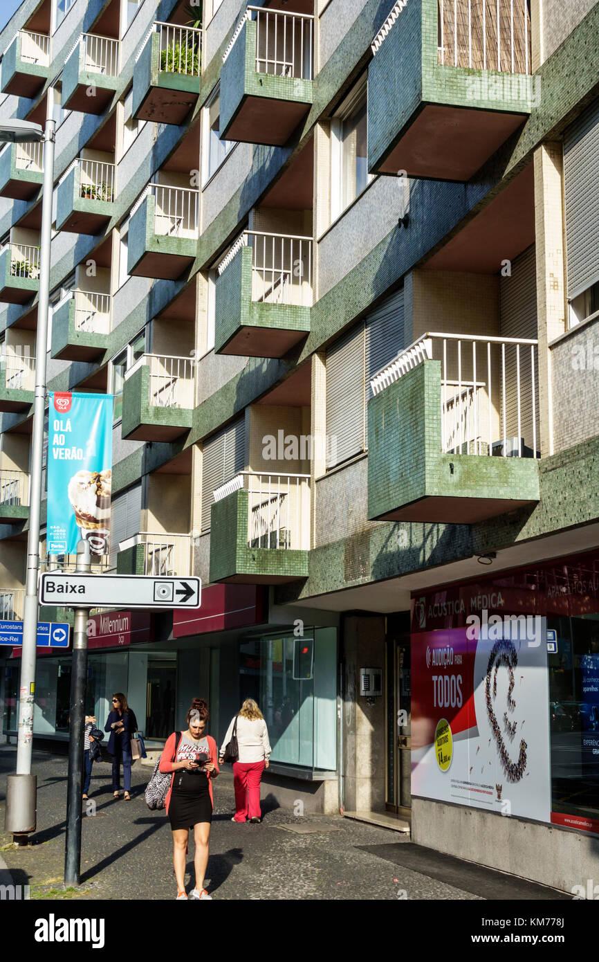 Porto Portugal Rotunda da Boavista Praca Mouzinho de Albuquerque roundabout sidewalk residential apartment building - Stock Image