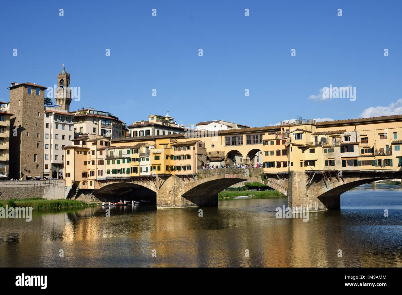 The river Arno and Ponte Vecchio bridge in Firenze (Florence), Italy - Stock Image