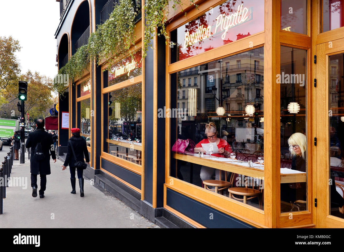 French brasserie stock photos french brasserie stock for Restaurant miroir paris 18