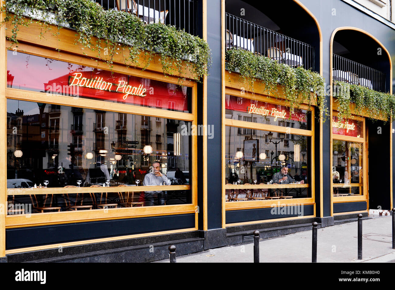Bistrot paris stock photos bistrot paris stock images for Restaurant miroir paris 18