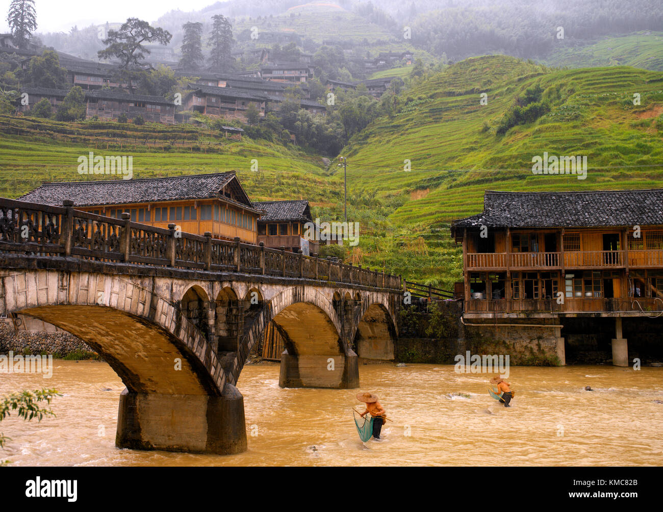 Fishermen in a river at Longsheng near Guilin in the Guangxi Zhuang region of the Peoples Republic of China. - Stock Image