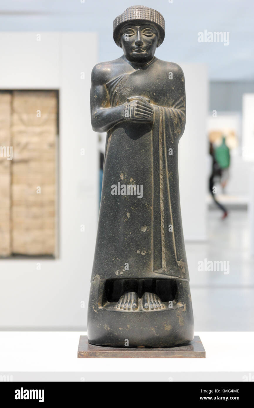 gudea statues essay The city-state of lagash produced a remarkable number of statues of its kings as well as sumerian literary hymns and prayers under the rule of gudea (ca 2150–2125 bc) and his son ur-ningirsu (ca 2125–2100 bc.