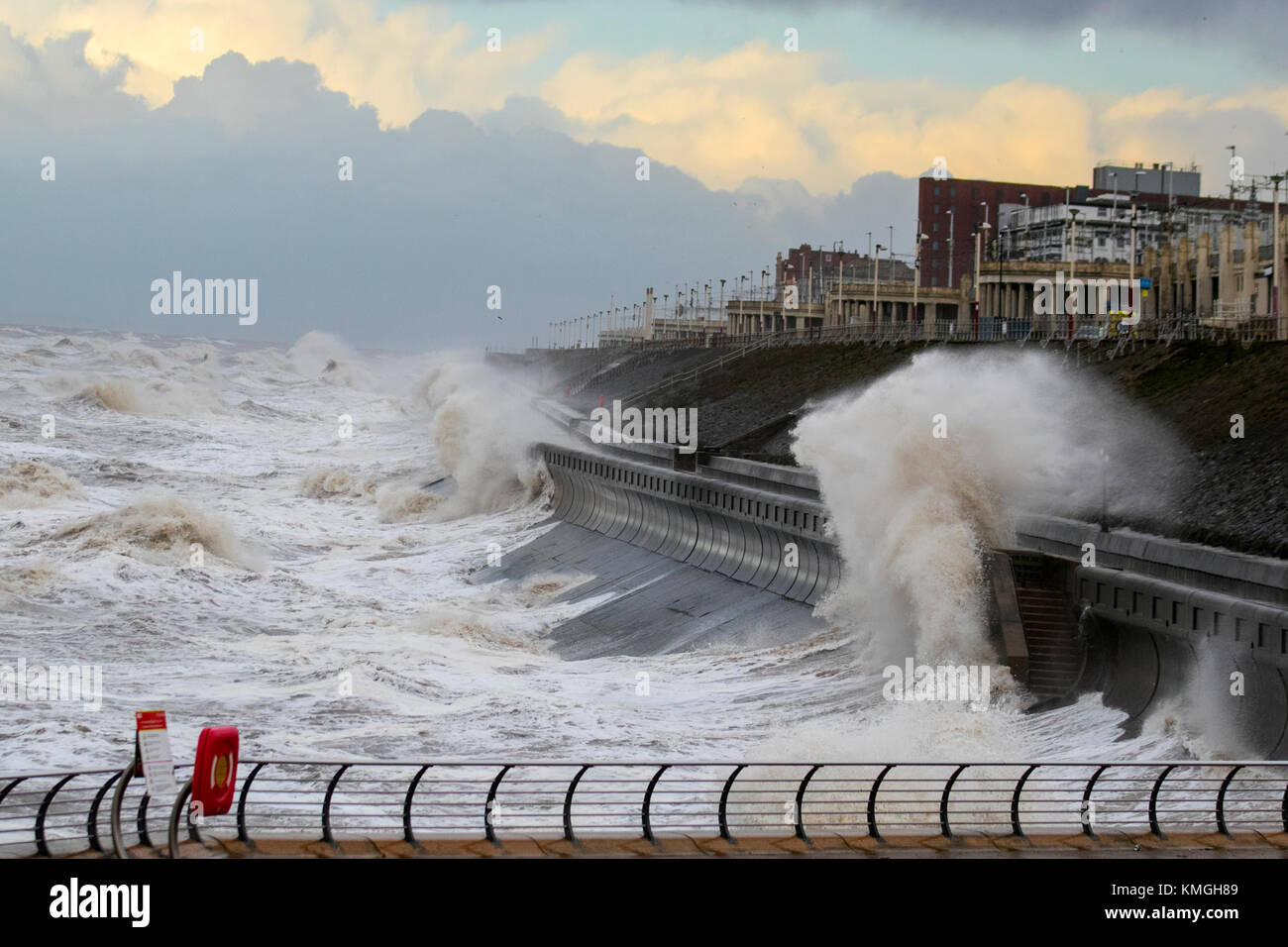 Blackpool, Lancashire. UK Weather. 7th December, 2017. Weather warnings for Storm Caroline  An amber 'be prepared' - Stock Image