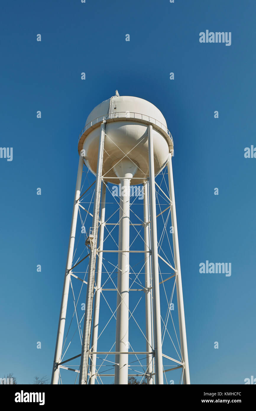 Tall municipal water tower servicing county residents in rural Alabama, USA. - Stock Image