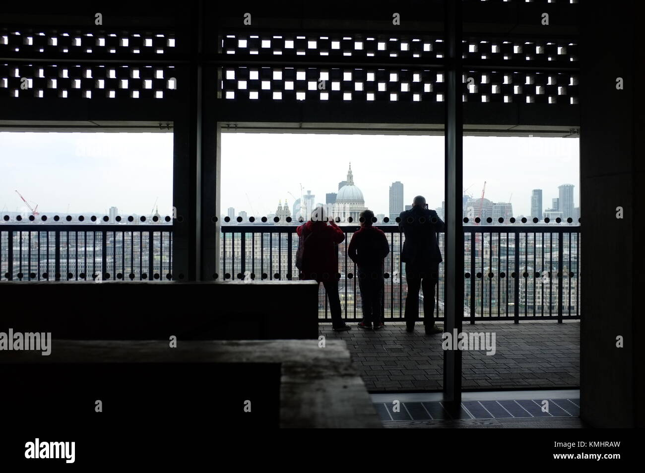 A family looks out over the City of London from the viewing level of the Blavatnik Building (extension), Tate Modern, - Stock Image
