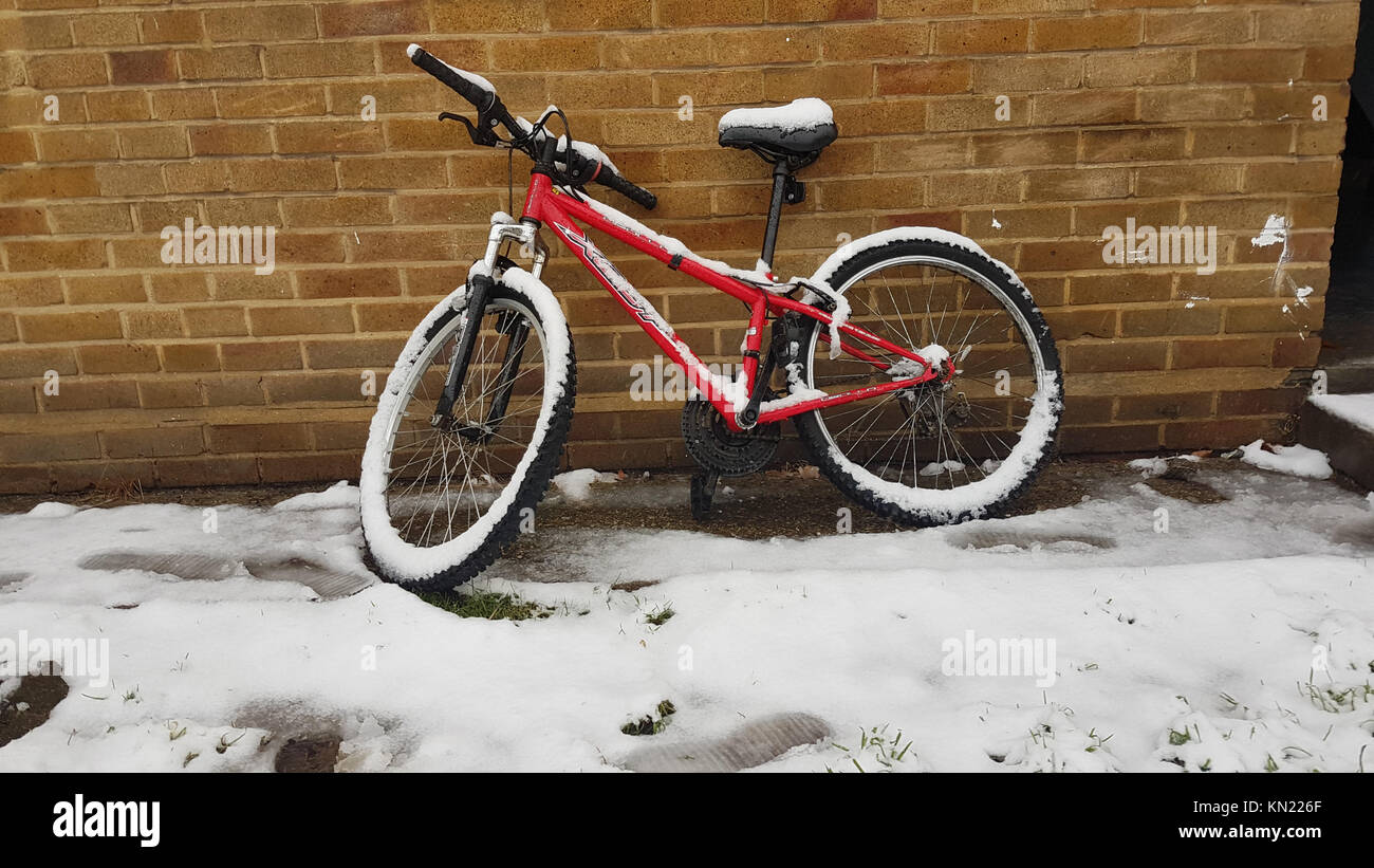 LONDON, UK - DECEMBER 10: A snow-covered bicycle.  Streets of East London were covered with snow from a shower that - Stock Image