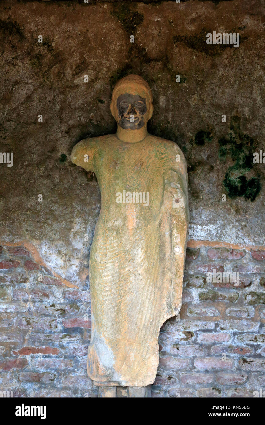 Rankot Vihara stupa UNESCO World Heritage Site, the ancient city of Polonnaruwa, Sri Lanka, Asia Buddha statue - Stock Image