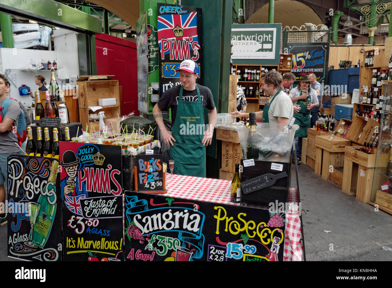 Boroughs market, market stall with alcehol, Sangria, Prosecco, wine, London, UK - Stock Image