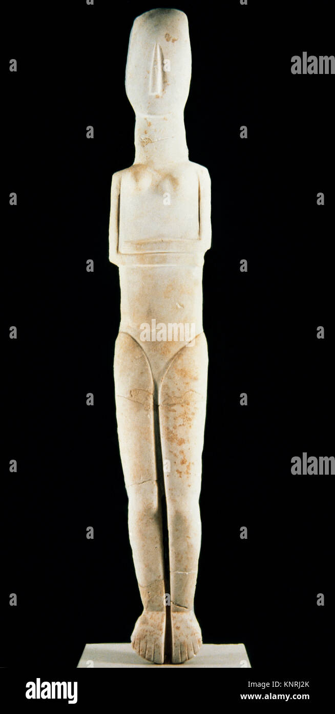Female statue of the Early Cycladic folded-arm type. Parian marble. 2700-2300 BC. National Archaeological Museum - Stock Image