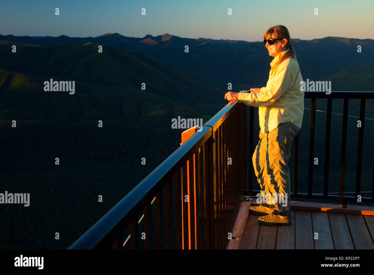 Kloshe Nanitch Lookout observation deck, Olympic National Forest, Washington. - Stock Image
