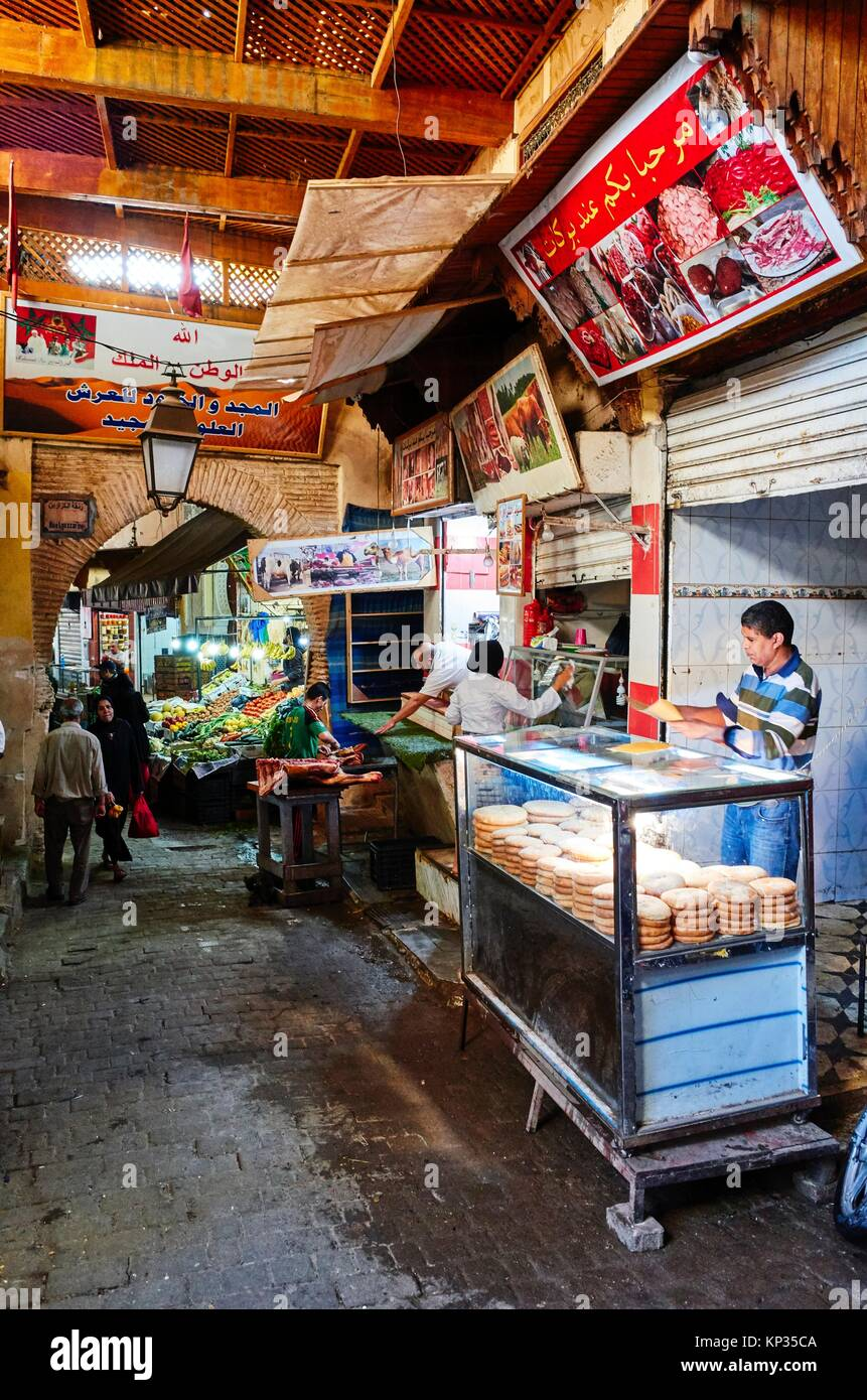 Market stalls in the souk of Fez, Morocco - Stock Image