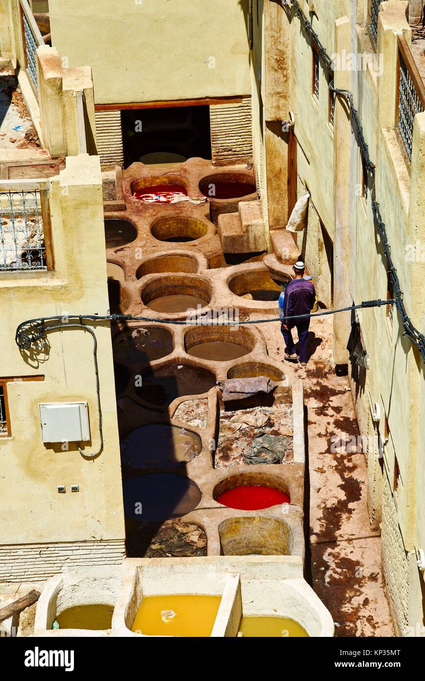 Elevated view of the tanneries in the medina of Fez, Morocco - Stock Image