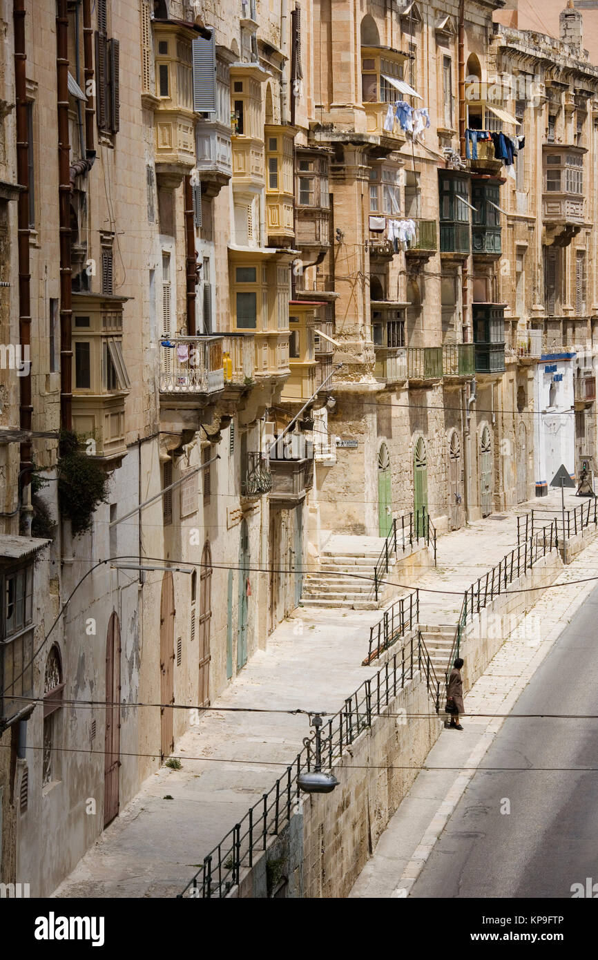 Old buildings on a street in the city of Valletta on the Mediterranean island of Malta. - Stock Image