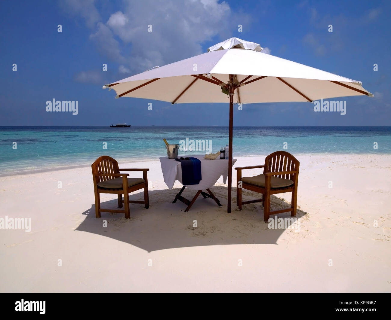 Luxury vacation paradise on a beach in the Maldives in the Indian Ocean. - Stock Image