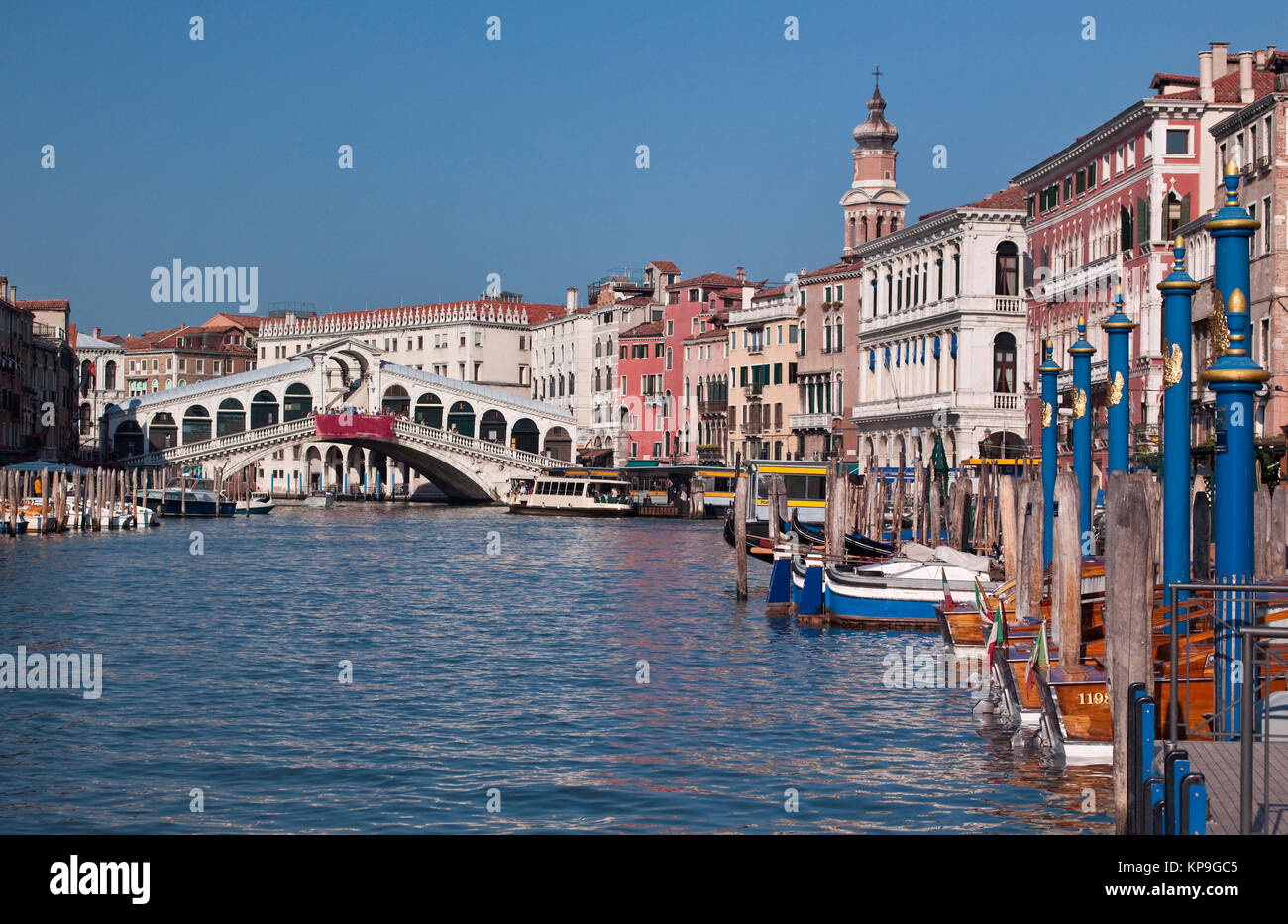 The Rialto Bridge and Grand Canal in the city of Venice in northern Italy. - Stock Image