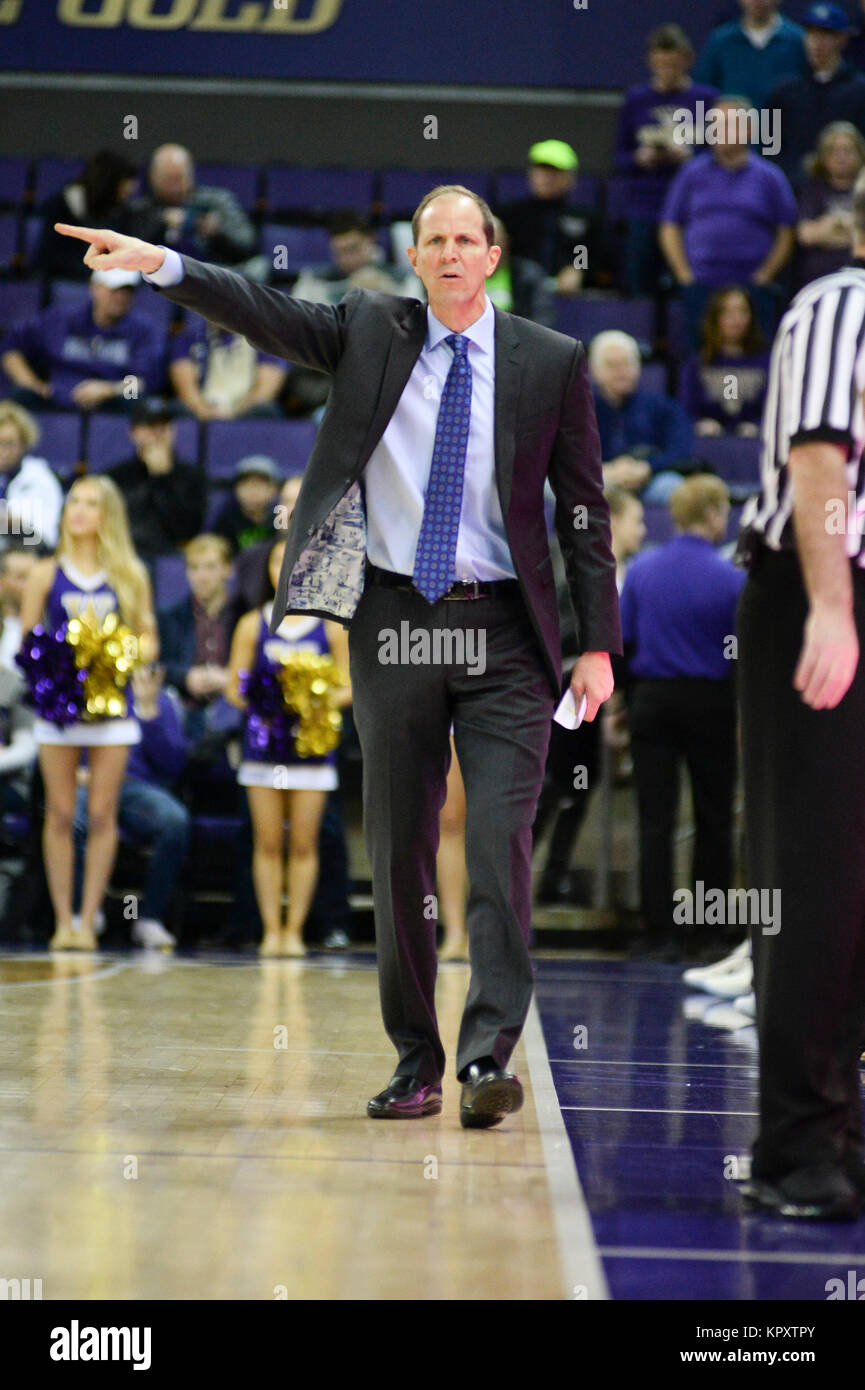 Seattle, WA, USA. 17th Dec, 2017. UW Head Coach Mike Hopkins directs his team during an NCAA basketball game between - Stock Image