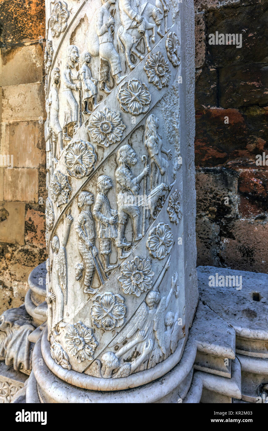 Carved marble column in the cloister of the Lisbon Cathedral in Lisbon, Portugal - Stock Image