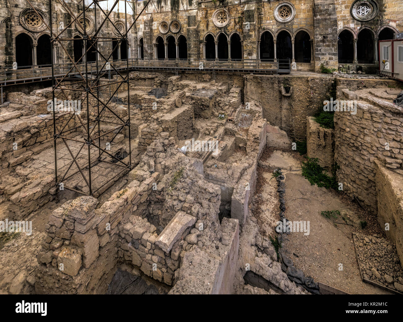 Lisbon, Portugal, August 7, 2017: The central courtyard of the Lisbon Cathedral's cloister has been excavated - Stock Image