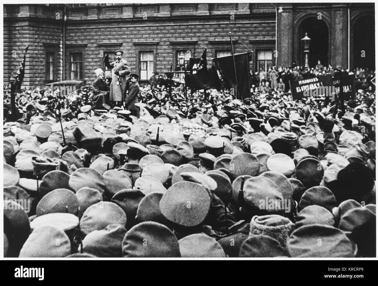 RUSSIAN REVOLUTION - Workers and soldiers demonstrate against the Imperialist policies of Milinkov Dardanelsky. - Stock Image