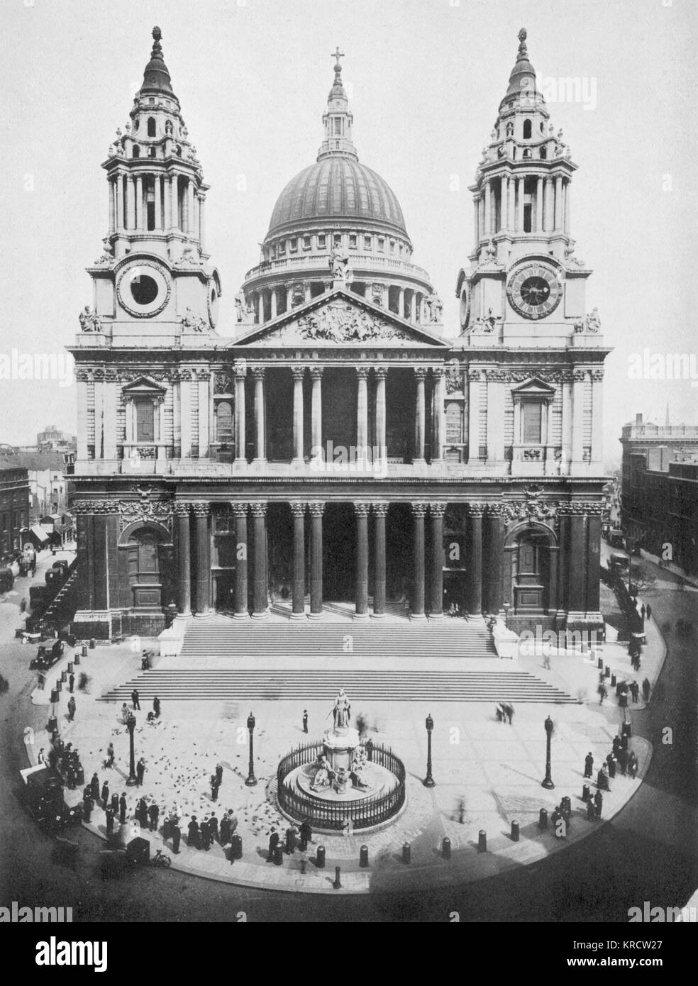 Imposing view of St. Paul's Catherdal Date: 1920s - Stock Image