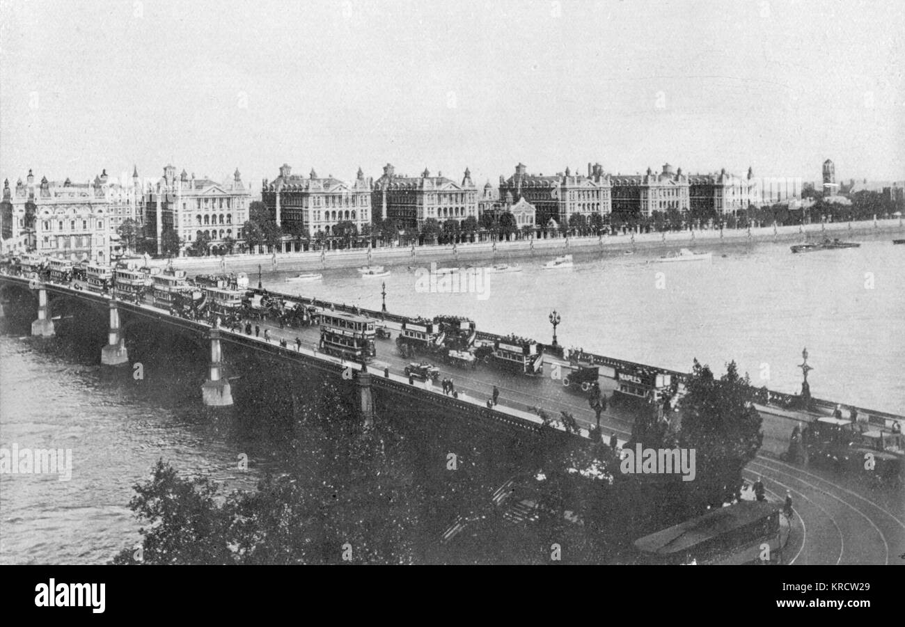 Westminster Bridge and St Thomas's Hospital Date: 1920s - Stock Image