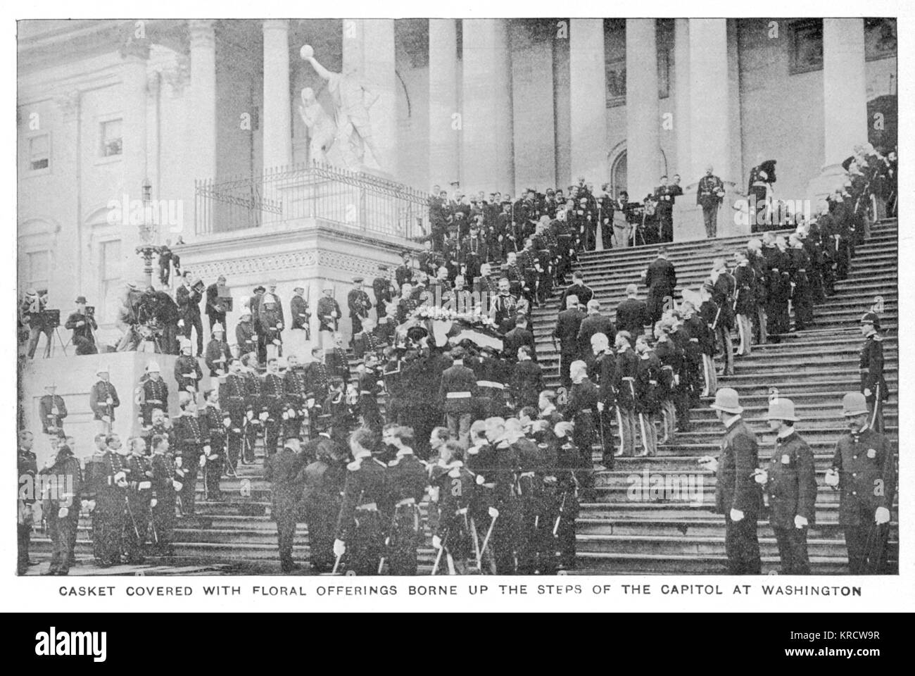 WILLIAM MCKINLEY The casket containing the assassinated President is borne up the steps of the Capitol at Washington. - Stock Image