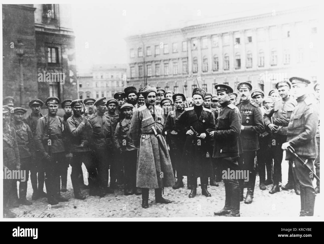 Kerensky's supporters prepare  to defend his government  against the attempt of general  Kornilov to overthrow - Stock Image