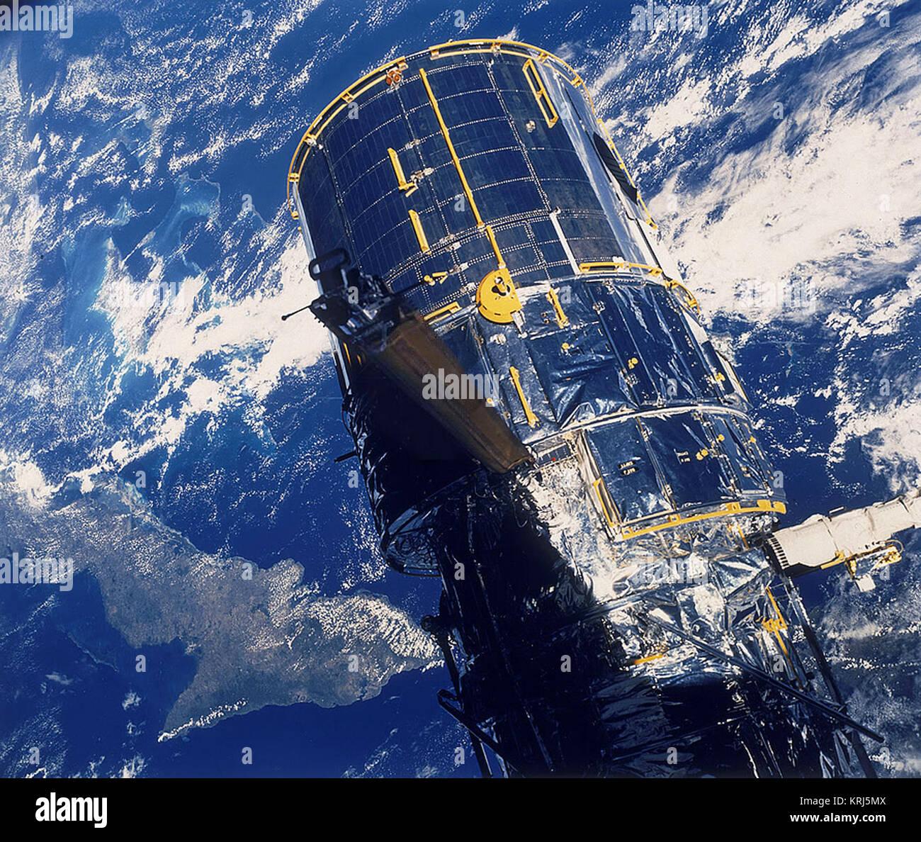 Hubble Telescope Mirror Stock Photos & Hubble Telescope ...